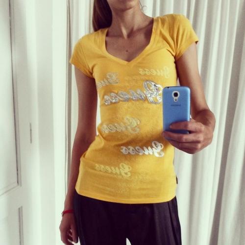 d76f339cd Guess žlté tričko s kamienkami - designershop